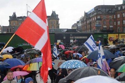 Danske og israelske flag vajede side om side ved søndagens pro-Israel demonstration