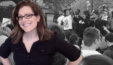 Hun slog til lyd for meningsfrihed på Yale -  og blev krævet fyret af de studerende.