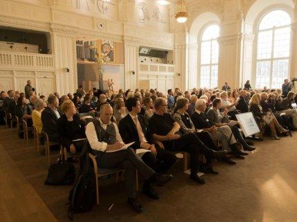 En fuld landstingssal lyttede til talerne. FOTO: Thomas A. Fog